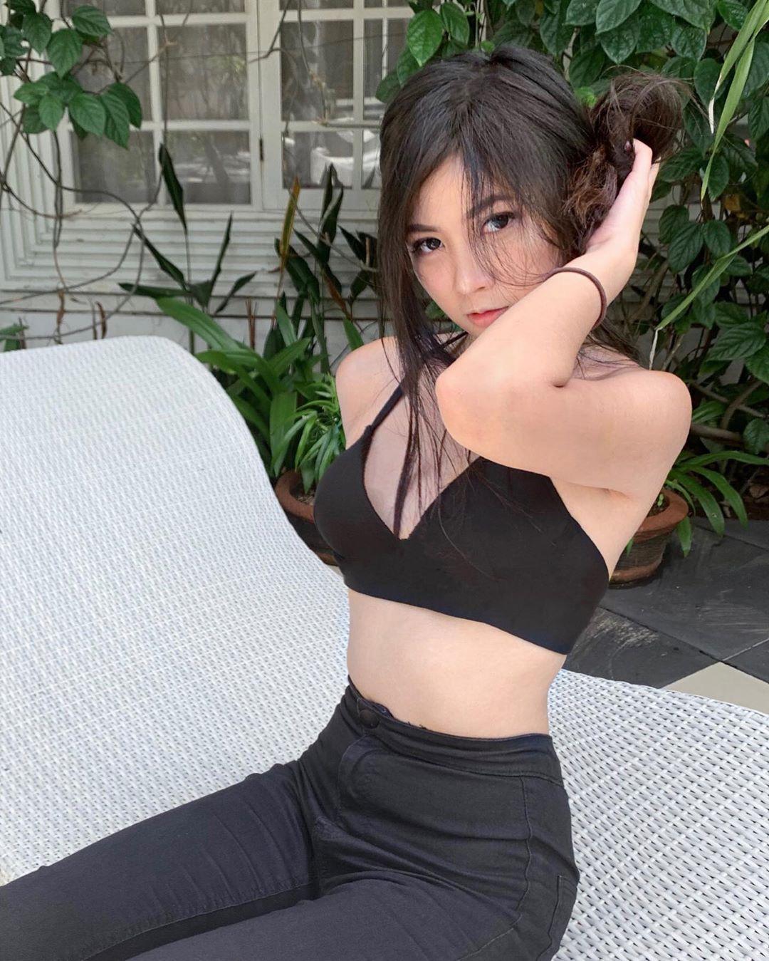 Sosok Yacintha Clarissa, Model Bertubuh Seksi
