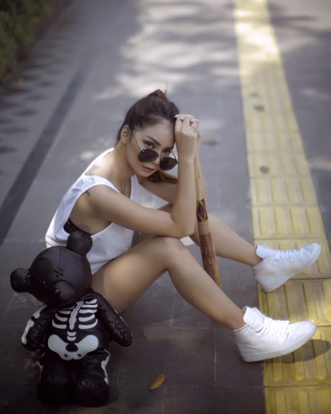 Cerita Model Cantik Velent Cathleen Liburan di Wisata Kota