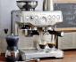 Menikmati Secangkir Kopi dengan Barista BES870XL Espresso Maker