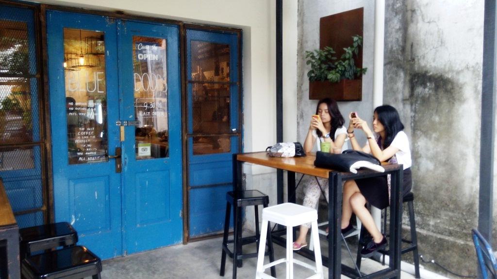 Blue Doors Coffee yang Wajib Anda Kunjungi di Bandung