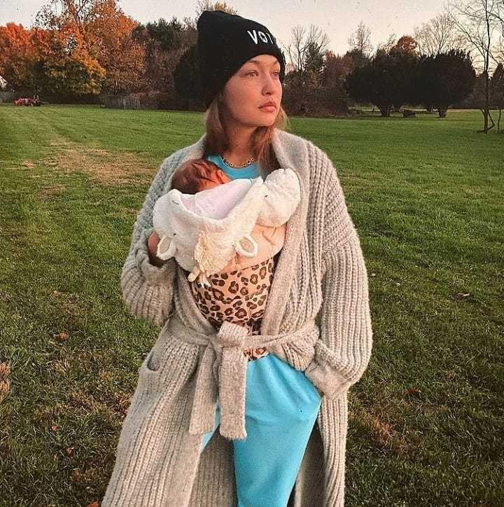 Keibuan, Ini 9 Potret Model Victoria's Secret Saat Momong Anak