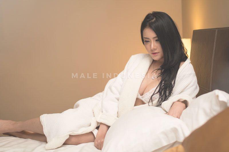 Profil Silsilia Coyne, Model Sexy Pecinta Pria Gemuk