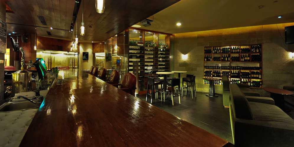 Bacchus Bar, Lokasi Minum Wine Sekaligus Lokasi Nobar