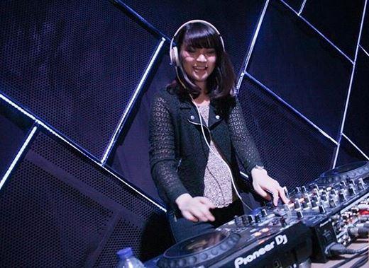 DJ Viny Lynn, Female DJ yang Mengawali Karier Jadi Penyanyi