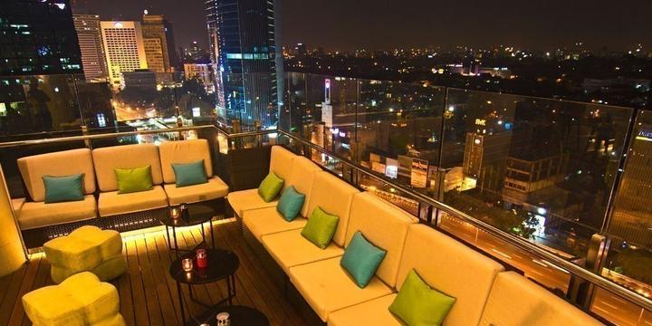 10 Rooftop Bar di Jakarta yang Instagramable