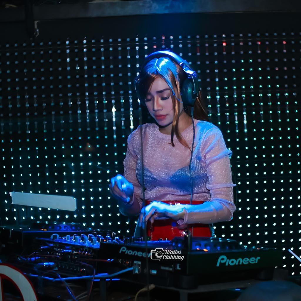 DJ Anna Afni, FDJ Profesional Asal Jakarta