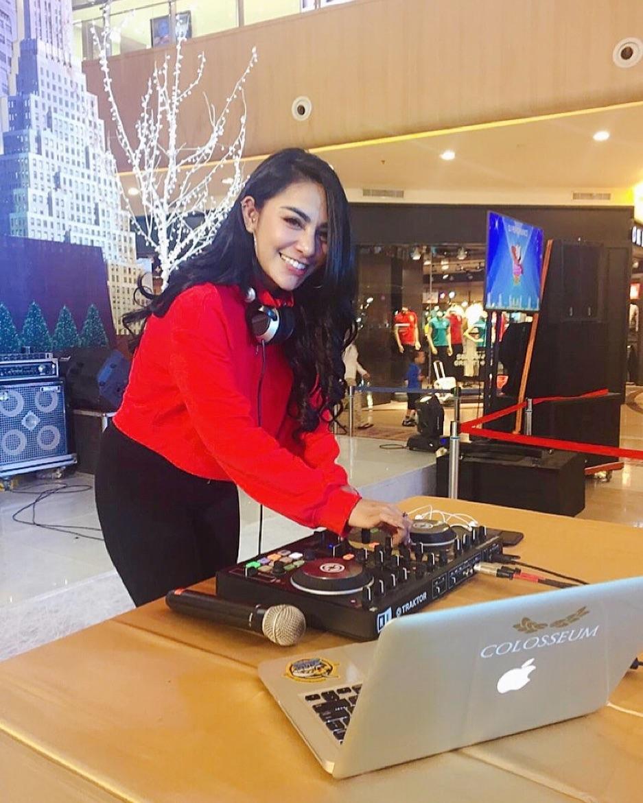 Sosok Manis DJ Nurie Sherlya