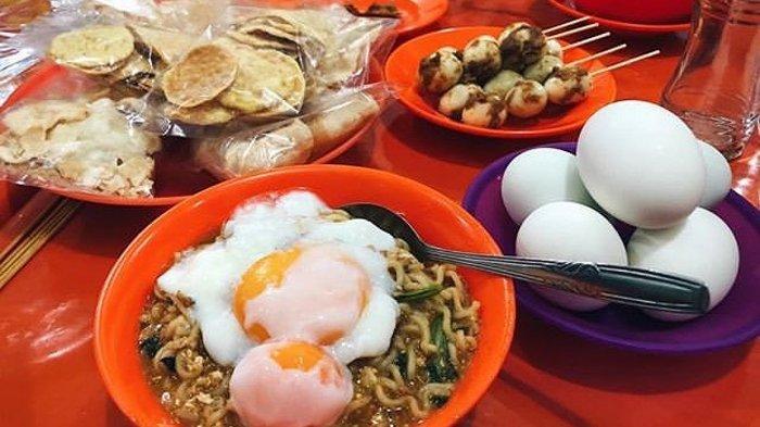Ini Warung Mie Instan Terenak di Kota Medan