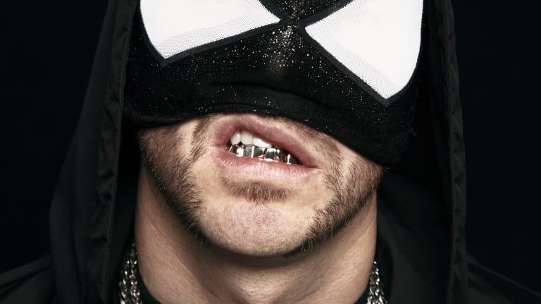 The Bloody Beetroots, DJ dengan Topeng Venom di Atas Panggung