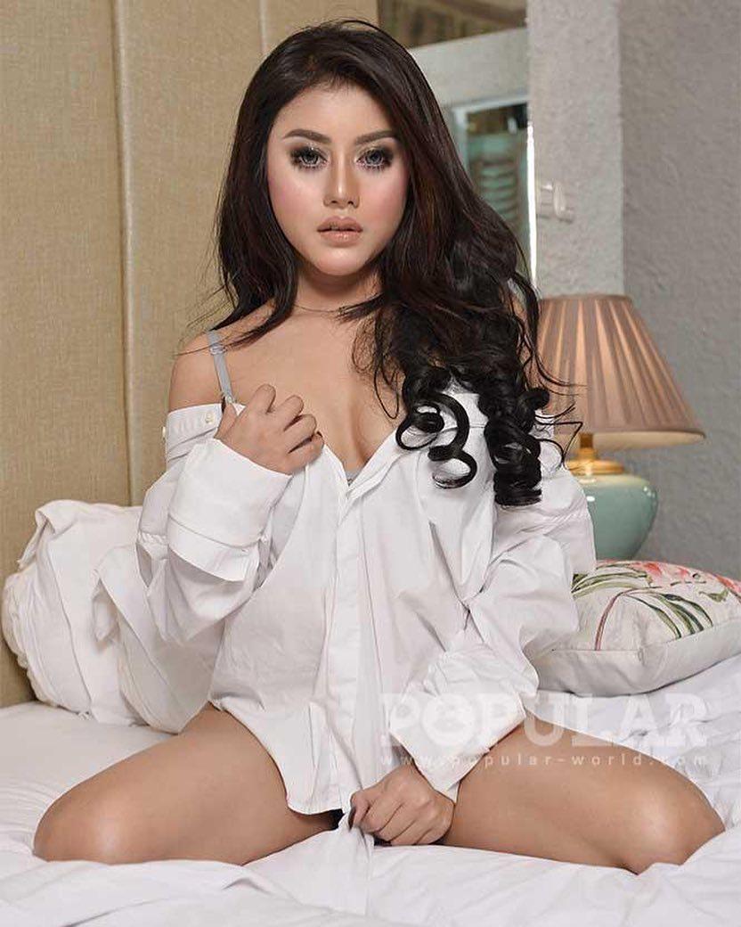 Profil Valentcia Natalie, Model Sexy yang Senang Dielus