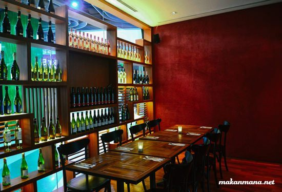 District 10 Resto and Bar, Lokasi Nongkrong Terbaik di Medan