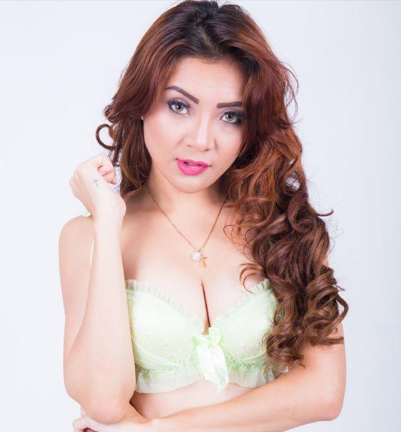 Model Cantik Tika, Si Penyuka Pria Alis Tebal