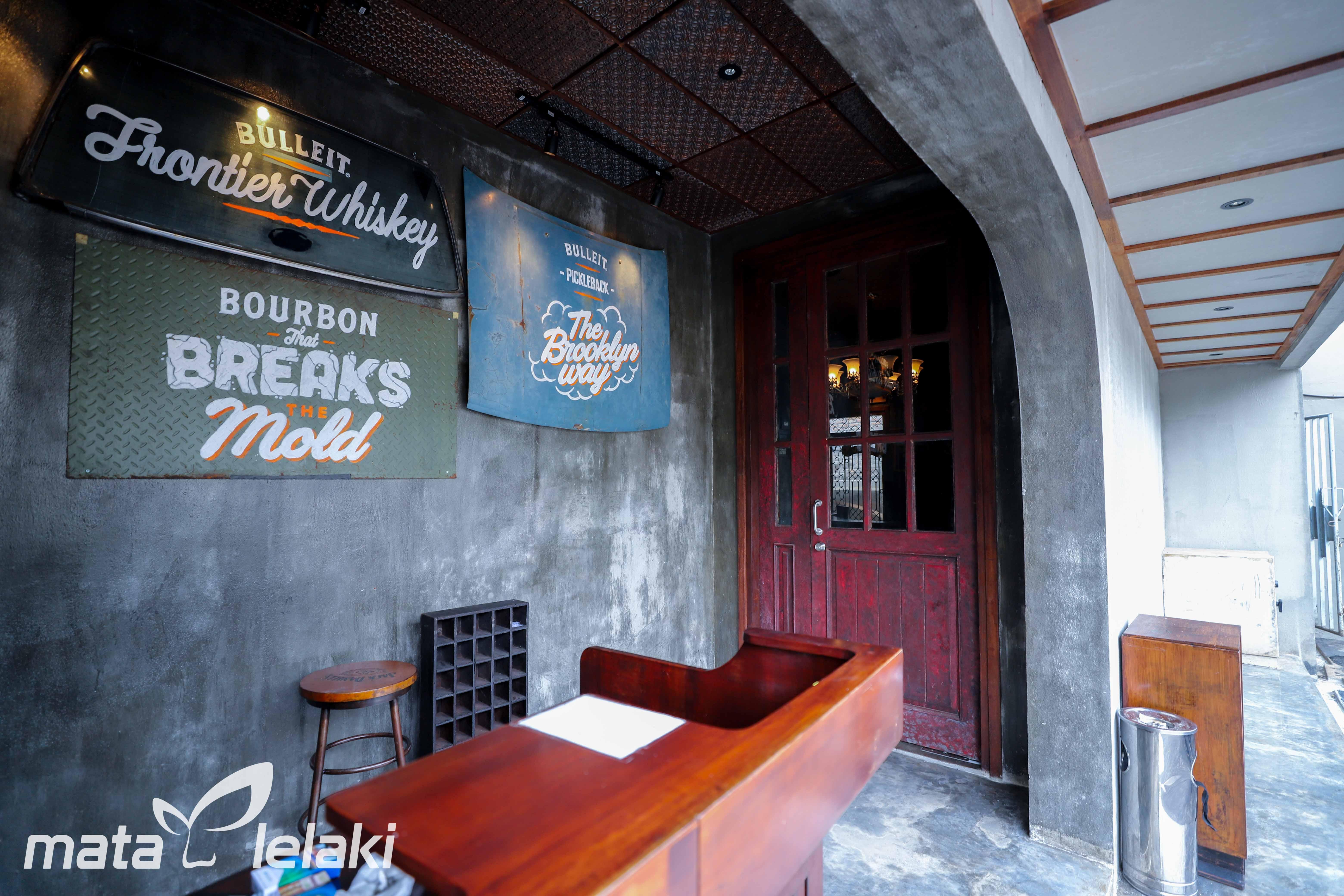Shamrock Kitchen & Bar Fresh Bar Di Jakarta Selatan
