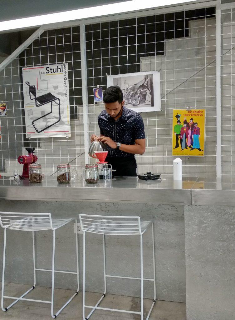 Ngopi Sambil Mengerjakan Project di Tu7uhari Coffee Shop