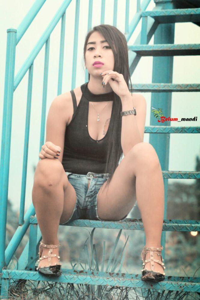 Profil Denisa Alinda Zain, Model Sexy Full Body