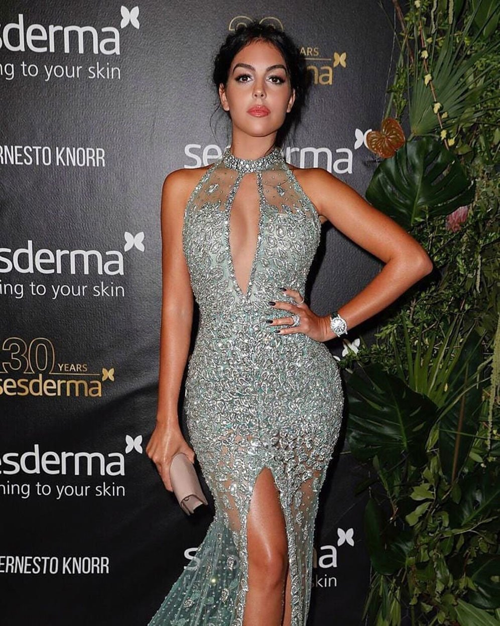 Fakta yang Disembunyikan Model Seksi Georgina Rodriguez