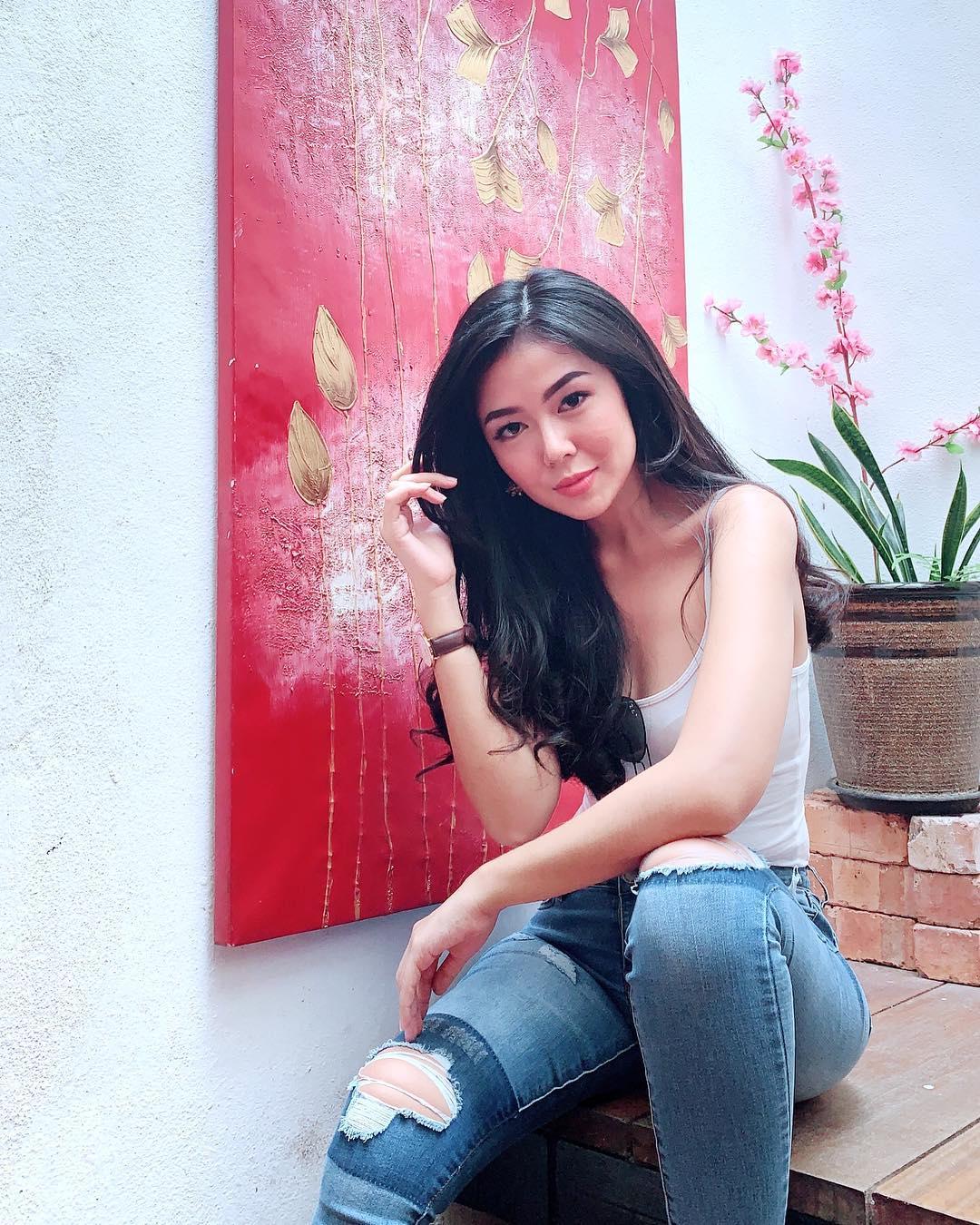 Profil Delvia Wirajaya, Miss Cosmo World 2016 Asal Indonesia