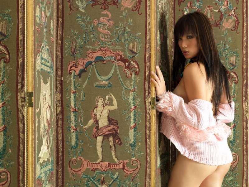 Model Sexy Sandra Yosefine, Supermodel yang Jago Berakting