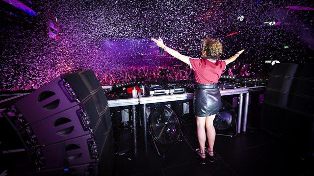 Annie Mac, Mulai Dari Penyiar Hingga Menjadi DJ Irlandia Terkenal