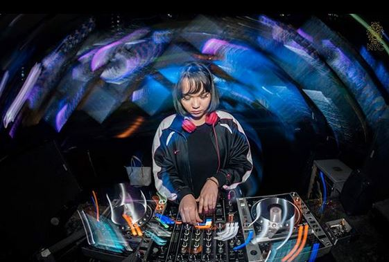 Inilah Female DJ Fenomenal Monica Mathwig
