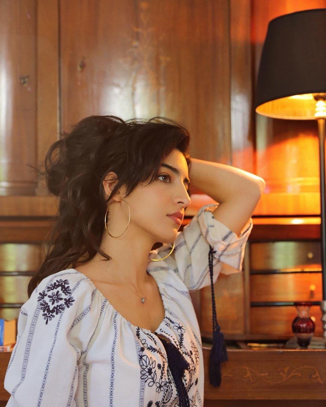 Cantiknya Luciana Zogbi, Songwriter Brasil dengan Suara Merdu