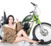 Model Cantik Renata San, Si Pecinta Sepeda Motor Klasik
