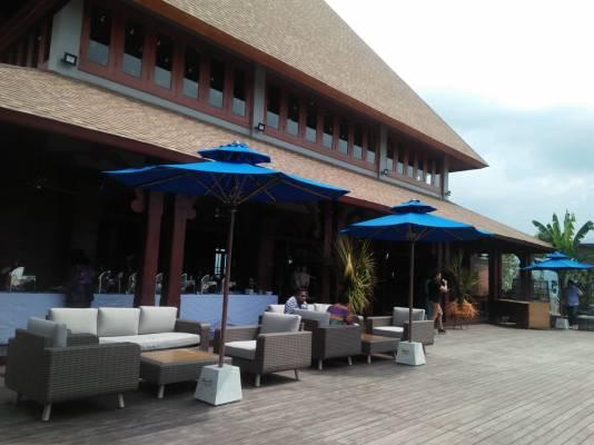 Minum Bir dan Shisha di Casa Bakudapa Resto and Days Club