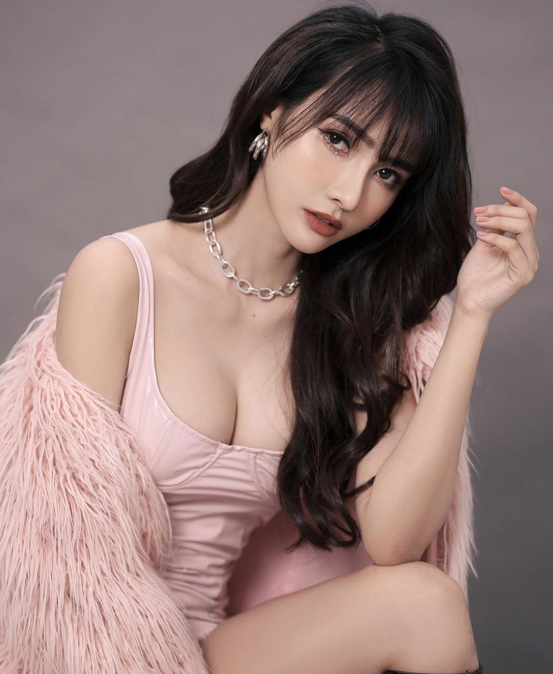 Potret Cantik dan Seksinya FDJ Jenny Yen