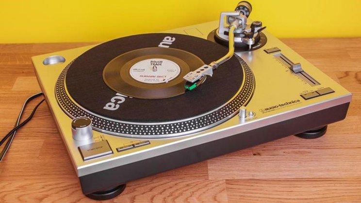 5 Rekomendasi Vinyl Player untuk Kolektor Piringan Hitam