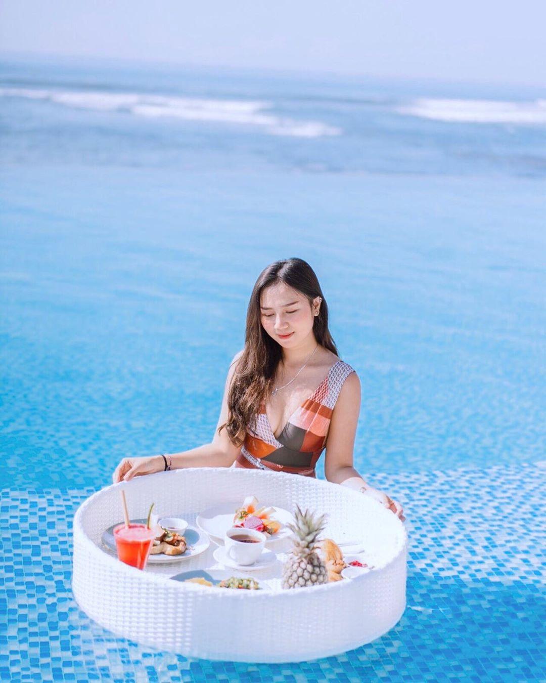 Apria Apriliani, Model dan Selebgram Cantik Asal Bali