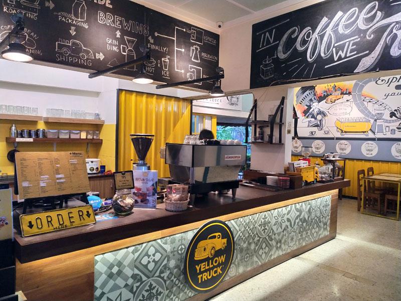 Yellow Truck Coffee Solo, Tempat Ngopi Terbaik di Solo