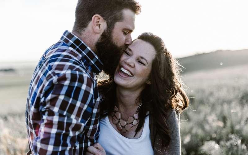 Ternyata Pasangan yang Bahagia Sering Melakukan Hal Ini