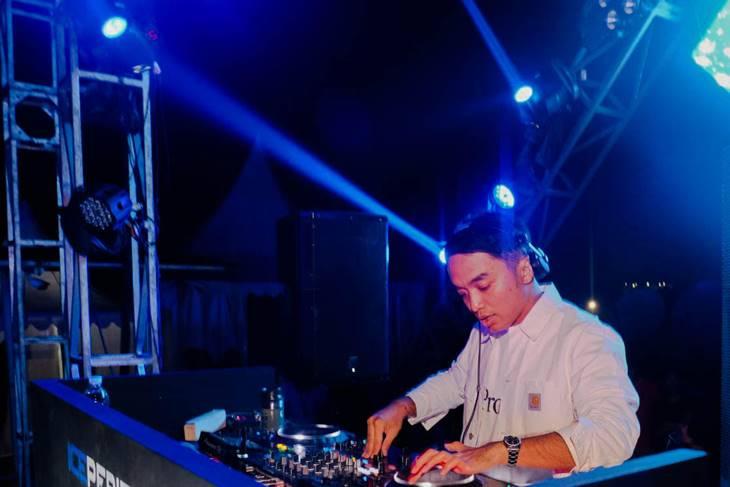"""DJ Profile Dipha Barus """"DJ Syariah"""" Asal Indonesia"""