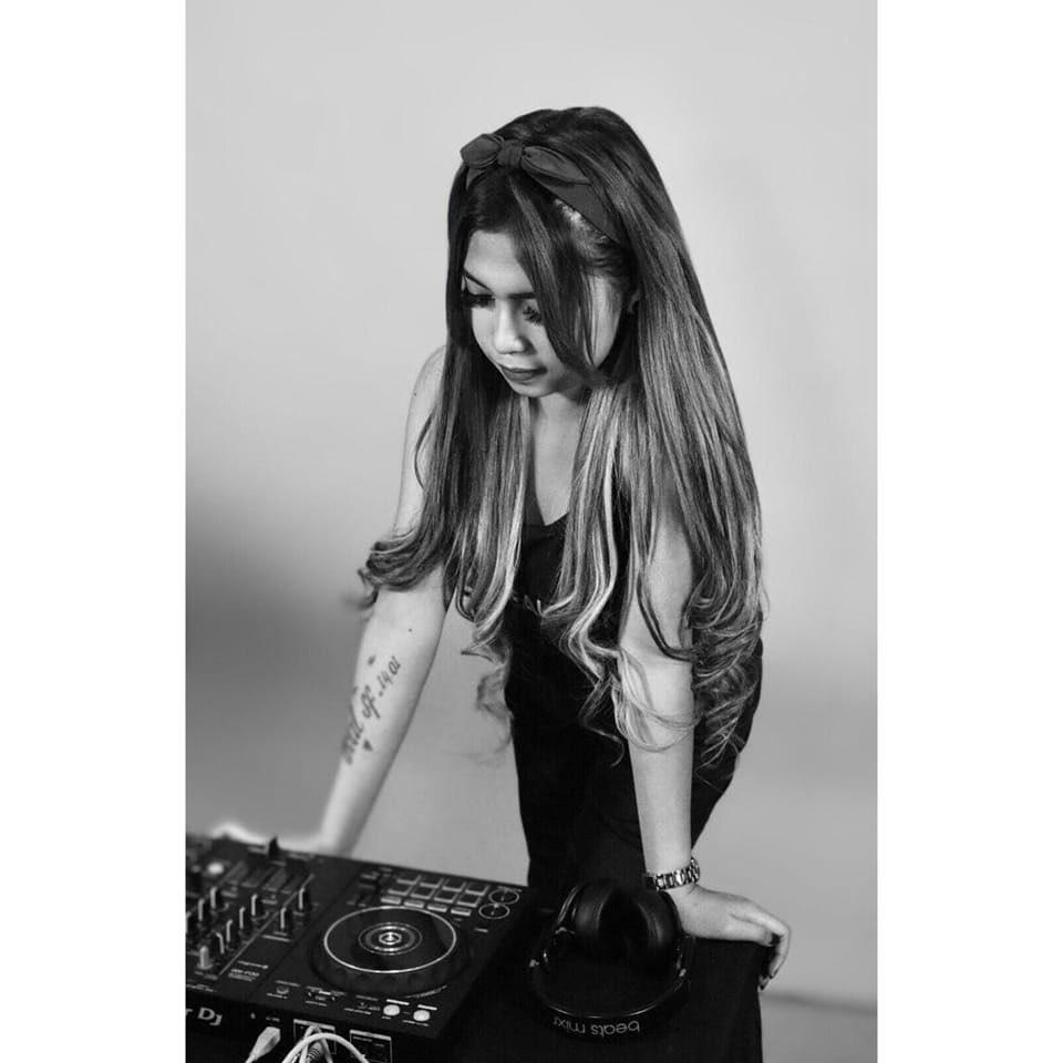 DJ Queen Carolline