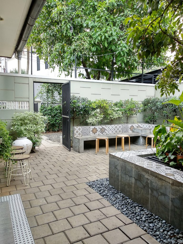 Menikmati Ngopi Rasa Rumah di Jacob Koffie Huis