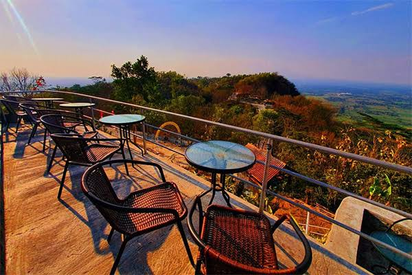 Watu Langit Jogja Coffee, Tempat Terasyik Nikmati Pemandangan Yogyakarta