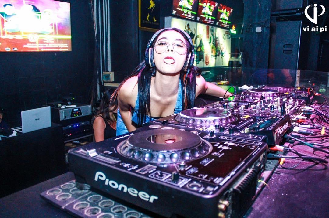 Profil DJ Amelia Manika, DJ Muda Penuh Talenta