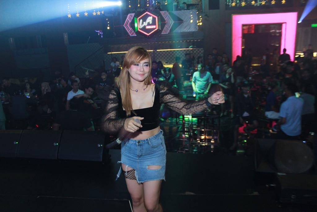 DJ Vhola, Si Manis yang Jago Mixing