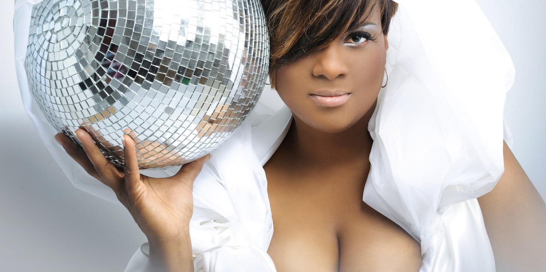 Kiprah Terri B! DJ Sekaligus Penulis Lagu