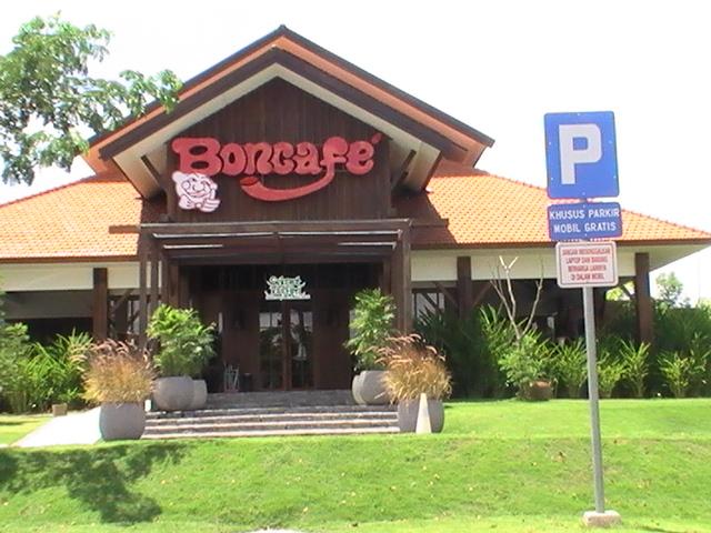 Menikmati Steak dan Ice Cream di Boncafe Steak Surabaya