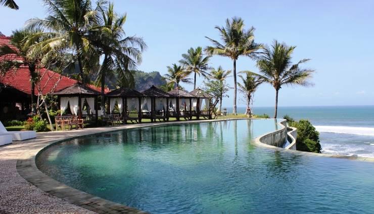 Menikmati Suasana Pantai di Queen of the South Yogyakarta