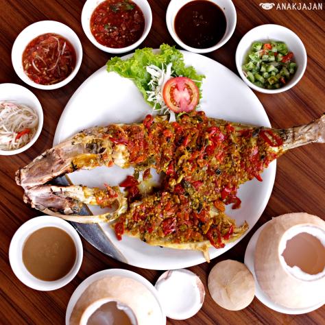 Menikmati Seafood Makassar Di Restoran Dermaga Makassar The Breeze