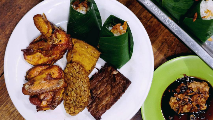 Nasi Uduk Kebon Kacang Zainal Fanani, Makannya Ketagihan Terus