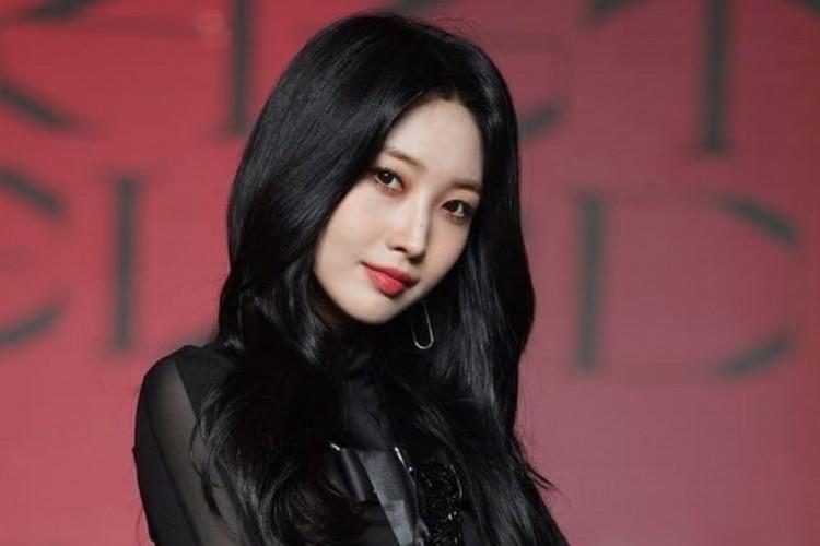 Cantiknya Potret Kece Sihyeon Sang Leader Everglow