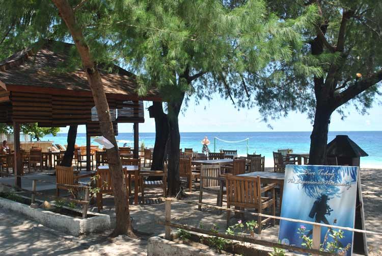 Pantai Cafe Batam, Cafe dengan Konsep Pantai dan Live Music Asyik