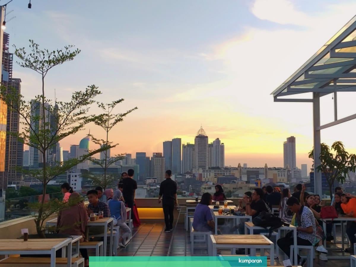 Bersantap Romantis di Langit Seduh, Kafe Beratap Langit