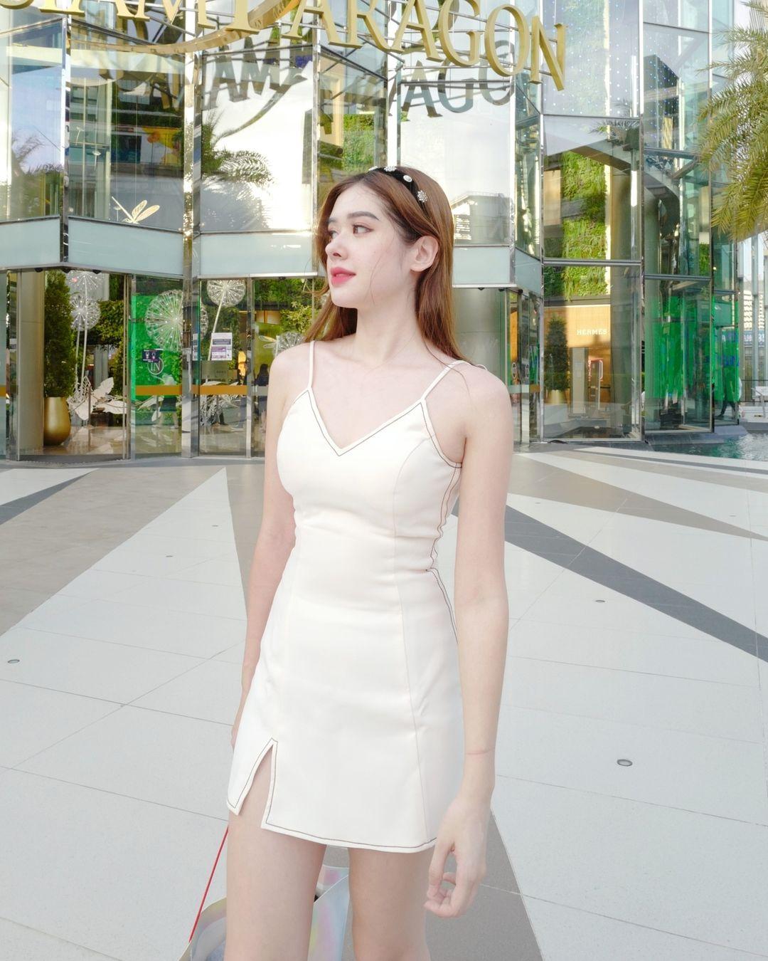 Cantiknya Model Nawinda Bertotti Asal Thailand