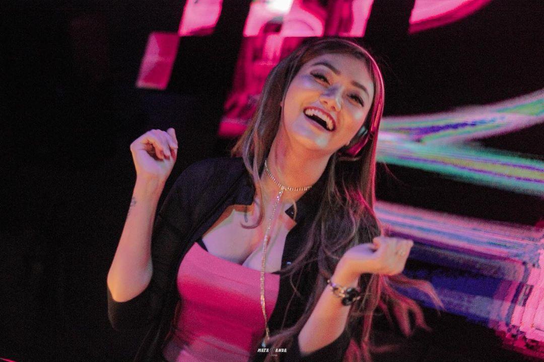 Oshien Zuky, DJ Cantik yang Juga Jago Tarik suara