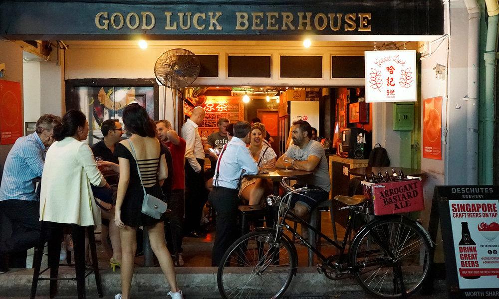 5 Tempat Rekomendasi Minum Bir Dingin di Singapura