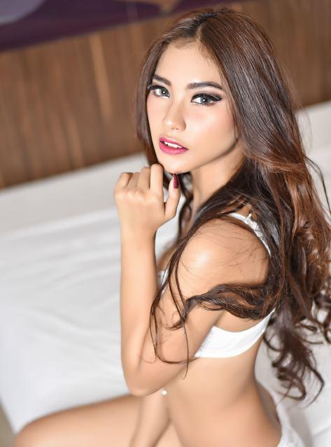 Model Cantik dan Seksi Muthia